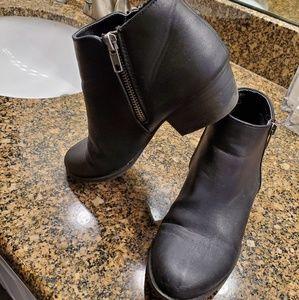 Black union bay bootie boots